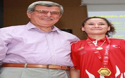 Akdeniz Oyunları'nın kahramanları mecliste ödüllendirildi