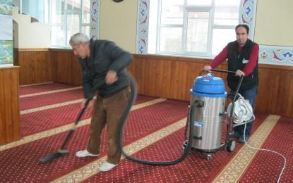 İbadethaneler temizleniyor