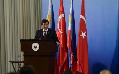 Başbakan Davutoğlu Filipinler'de Dışişleri Bakanlığında konferans verdi