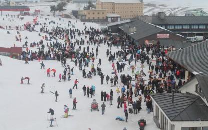 Erciyeste'te Kayak  Sezonu Uzadı