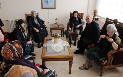 Eşkinat Emekçi Kadınlar Gününü Huzurevinde Kutladı