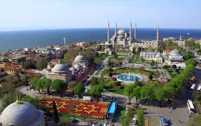 Dünyanın en büyük 'Lale Halısı' İstanbul'da yapıldı