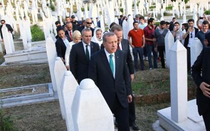 Cumhurbaşkanı Erdoğan Kovaçi Şehitliği'ni Ziyaret Etti