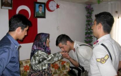 Turgutlu Jandarma Bayram'da Şehit Ailesini Unutmadı