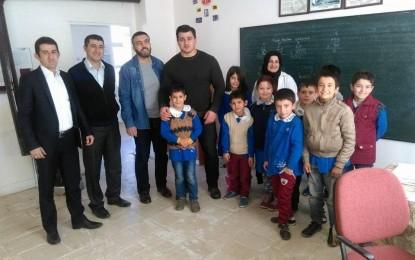 Dünya Şampiyonu Köy Okulunu Ziyaret Etti