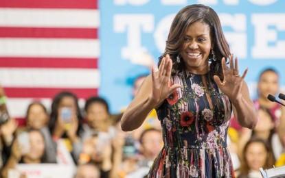 Michelle Obama Clinton'a Destek İçin Sahnede