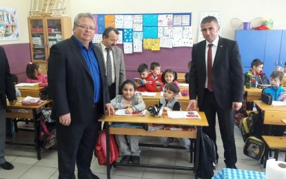 Süloğlu Belediyesi'nden Vatandaşlara ve Öğrencilere Türk Bayrağı