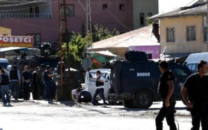 Van'da çatışma çıktı: 3 polis yaralı