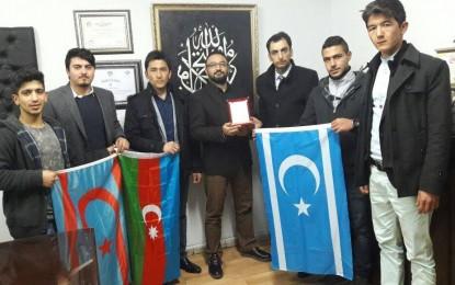 Suriye Türkmen Meclisi Tarafından Malatya Kızılay Başkanı'na Teşekkür Plaketi