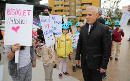 Bisikleti sev doğayı koru; Nilüfer'de öğrenciler okullarına bu sloganla gidiyor