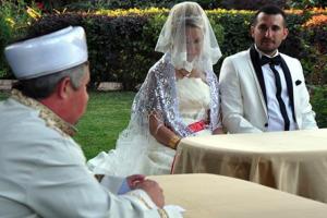 Lahey mahkemesi imam nikahlı eşi boşadı…