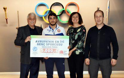 İBB'li Mihraç Akkuş Avrupa'nın En İyi Genç Sporcusu Ödülünü Aldı