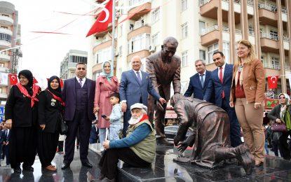 Başkan Kocamaz Atatürk ve Adile Hala Anıtı'nın Açılışını Gerçekleştirdi